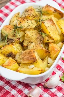 Close-up de batatas cozidas para o almoço
