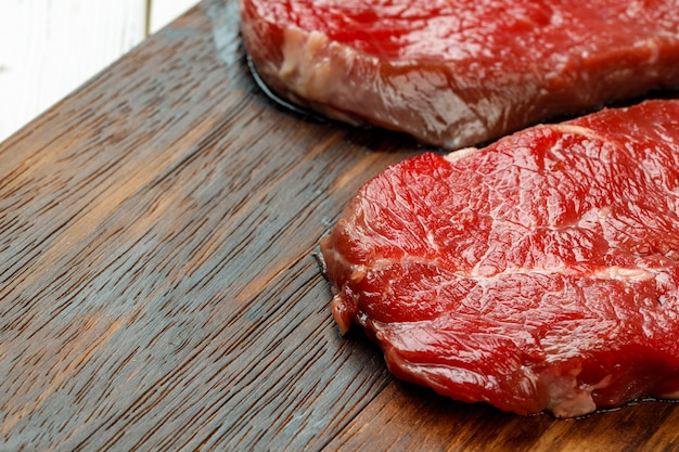 Close-up de bife de costela crua fresca, carne premium