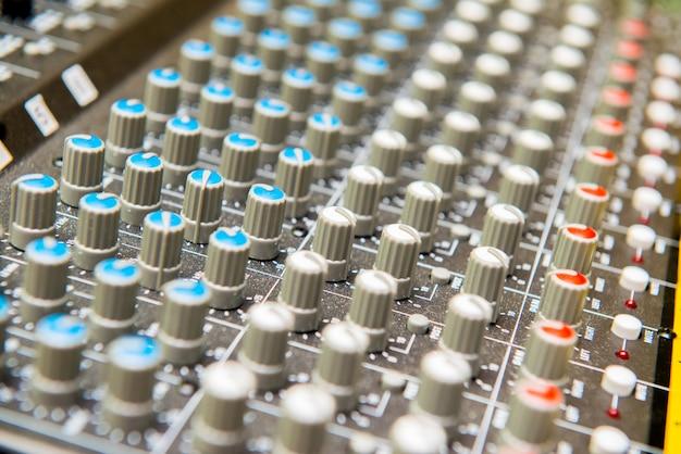 Close up de botões de ajuste de som