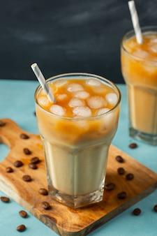 Close-up de café gelado em copos