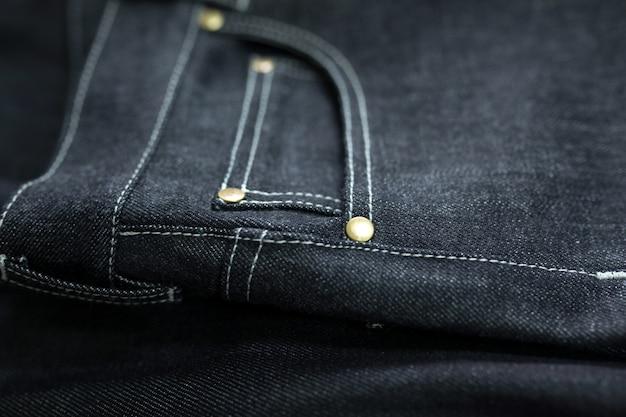 Close-up de calças de ganga escuras