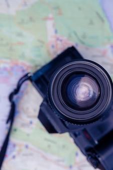 Close-up, de, câmera digital, e, mapa, ligado, tabela