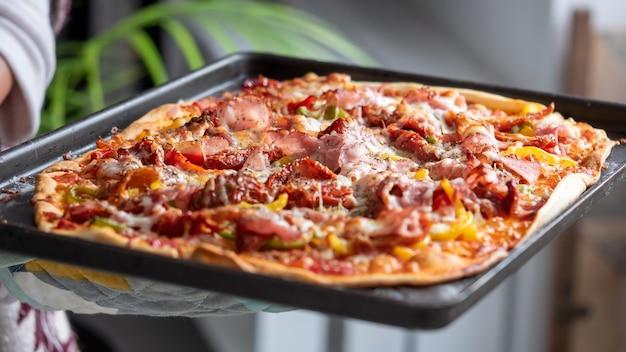 Close up de deliciosa pizza caseira