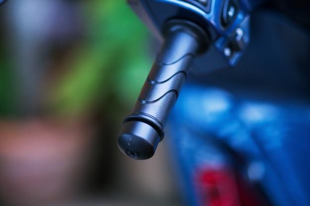 Close-up de detalhes preto moto aderência no guidão