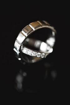 Close-up de dois anéis de casamento. macro
