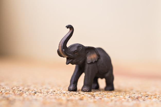 Close-up de elefante de madeira artesanal