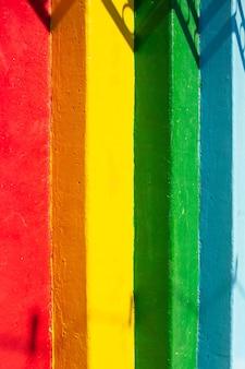 Close-up de escadas coloridas. fundo abstrato natural.