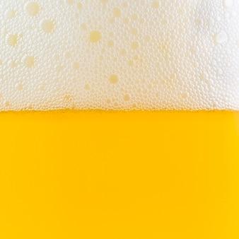 Close up de espuma e cerveja bolha