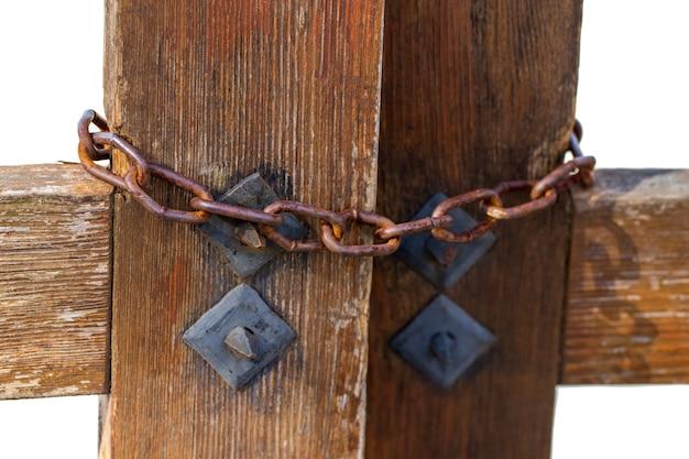 Close up de fechar os portões na corrente de metal.