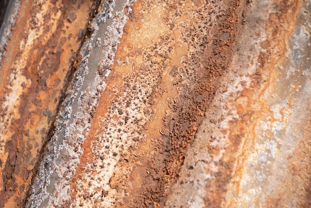 Close-up de ferrugem no backgorund de zinco velho