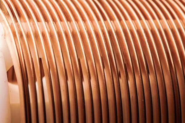 Close-up de fio de cobre trançado em uma fábrica