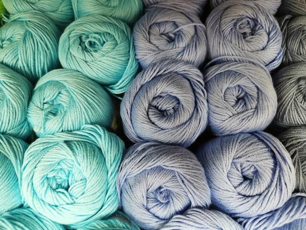 Close-up de fio para tricô. bolas de linha, material para criar coisas.