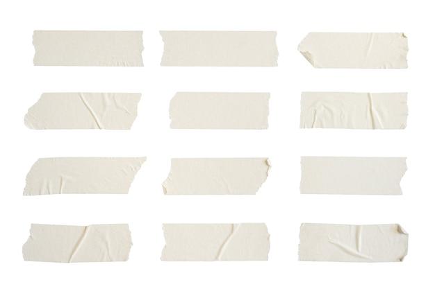 Close up de fita adesiva enrugada em fundo branco