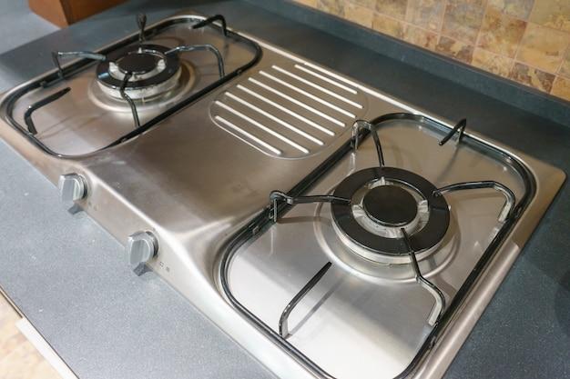 Close up de fogão a gás de cozinha na cozinha