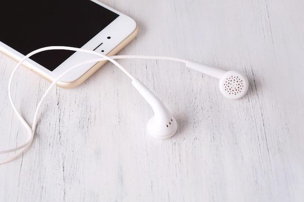 Close-up, de, fone ouvido, ligado, telefone moderno