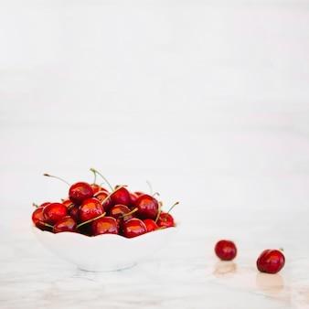 Close-up, de, fresco, cerejas vermelhas, em, tigela