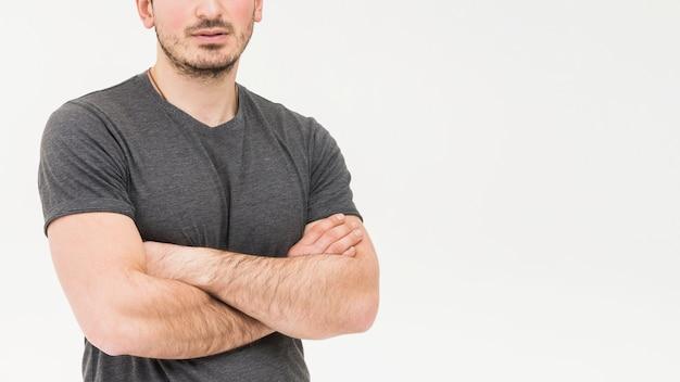 Close-up, de, homem, com, braço cruzou, em, fundo branco