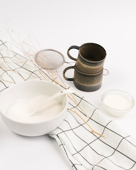 Close-up, de, ingrediente, e, utensílio cozinha, contra, fundo branco
