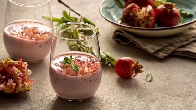 Close-up de iogurte com romã