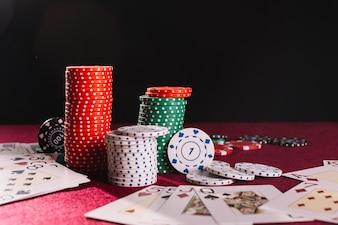 Close-up, de, lascas poker, e, cartas de jogar