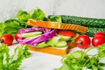 Close-up, de, legumes frescos, sanduíche