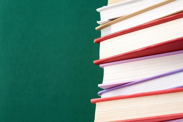 Close-up de livros coloridos