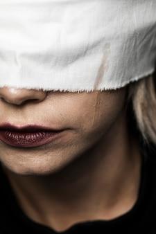 Close-up, de, loiro, mulher, com, branca, blindfold