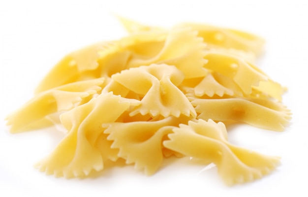 Close-up de macarrão farfalle cru