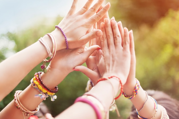 Close up de mãos femininas