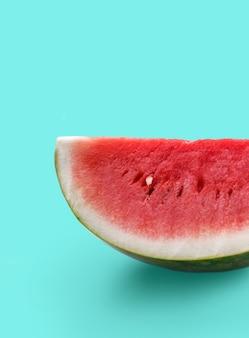 Close up de melancia fresca em verde pastel