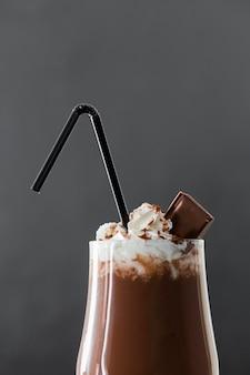 Close-up de milkshake de chocolate