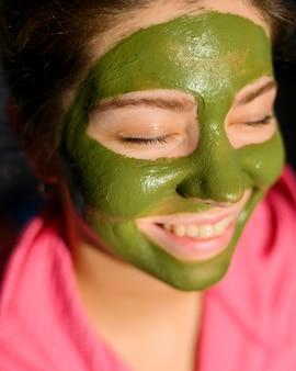 Close-up, de, mulher, desgastar máscara facial