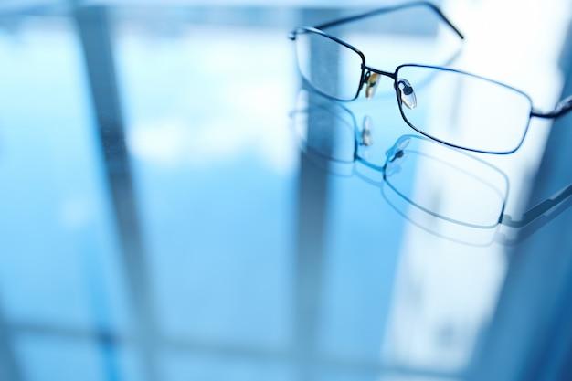 Close-up de óculos borradas