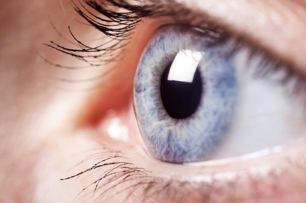 Close-up de olho azul feminino