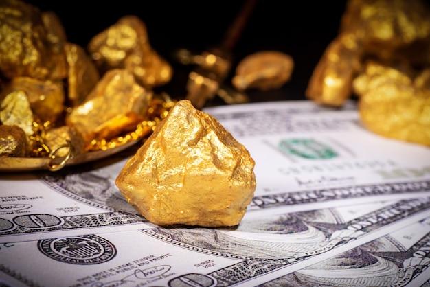 Close up de ouro e dólar americano, tema do conceito financeiro