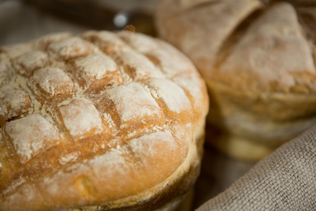 Close-up de pão na cesta