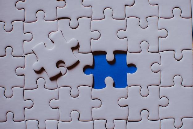Close up de peças de um jogo de quebra-cabeça