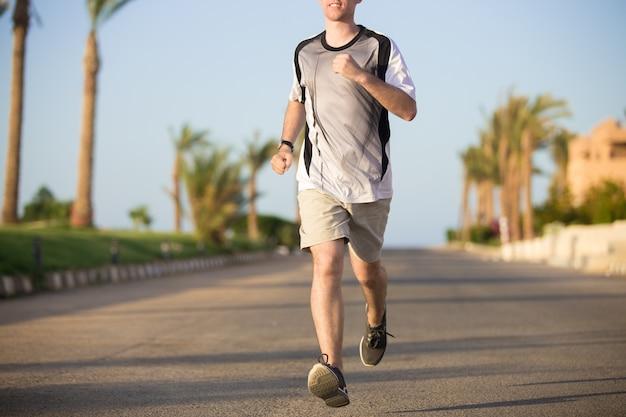 Close up de pernas masculinas correndo