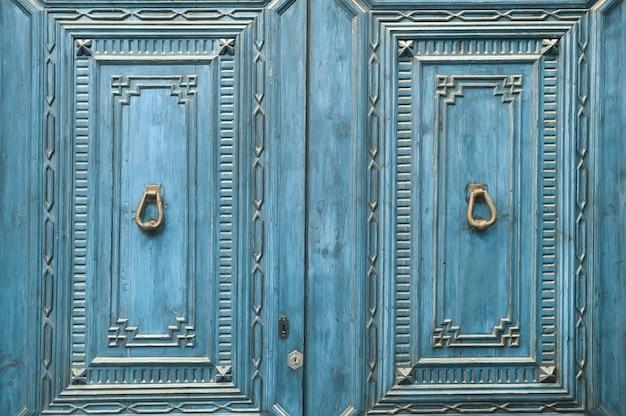 Close-up de porta de madeira azul