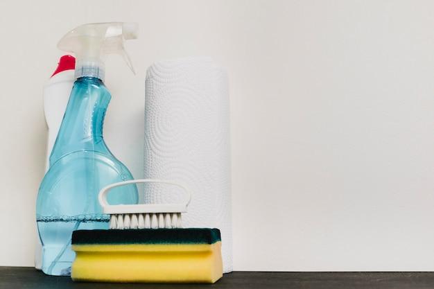 Close up de produtos de limpeza com espaço de cópia