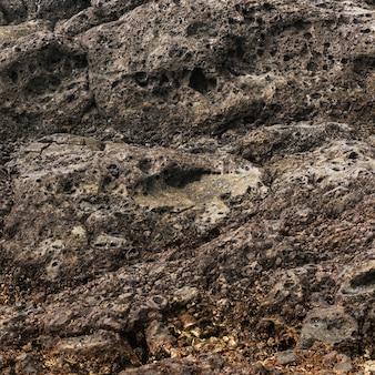 Close-up de rochas corroídas pelo mar