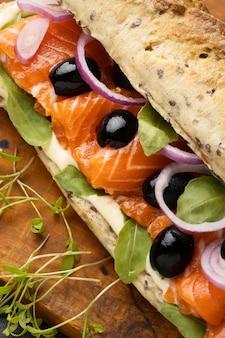 Close-up de sanduíche de salmão