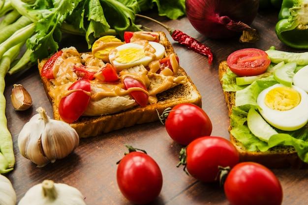 Close-up de sanduíche delicioso com legumes saudáveis