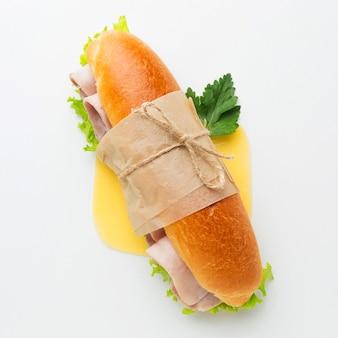 Close-up de sanduíche embrulhado