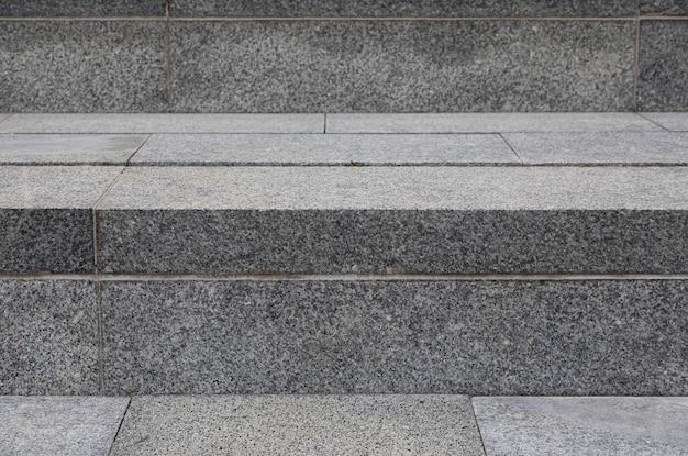 Close-up de spep de paralelepípedos cinza