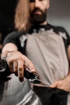 Close-up, de, um, barbeiro, mão, com, elétrico, aparador