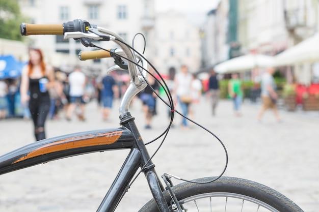 Close-up, de, um, bicicleta, estacionado, em, cidade