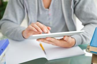 Close-up, de, um, estudante, usando, um, almofada tátil
