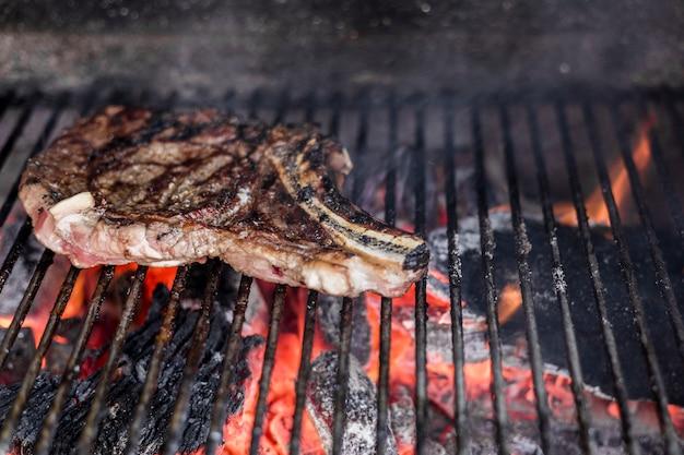 Close-up, de, um, grelhados, costela carne, ligado, um, churrasqueira grade