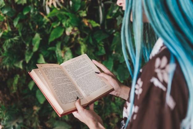 Close-up, de, um, leitura mulher, livro